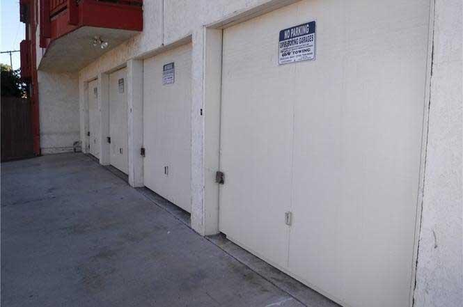 4591-Orange-Avenue-#307 garages